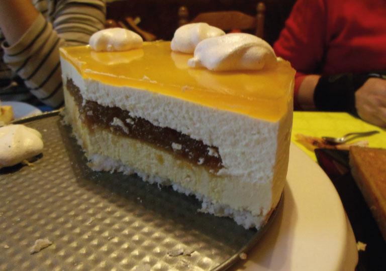 Gâteau à la mousse à l'orange et chocolat blanc