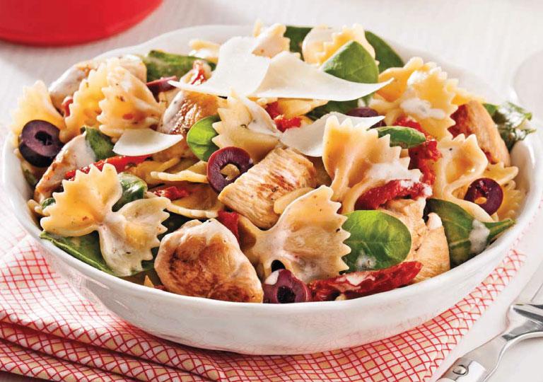 Salade de pâtes au poulet, brocoli et bocconcini