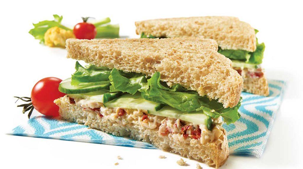 Salade de poulet et céleri pour sandwich